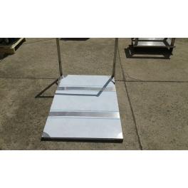 Nerezový manipulační vozík s rozměry 810 x 117 x 250 mm