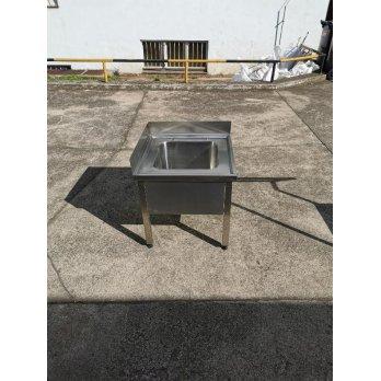 Nerezová výlevka s rozměry 600 x 600 x 600 mm ( dřez 400x400x250 mm)